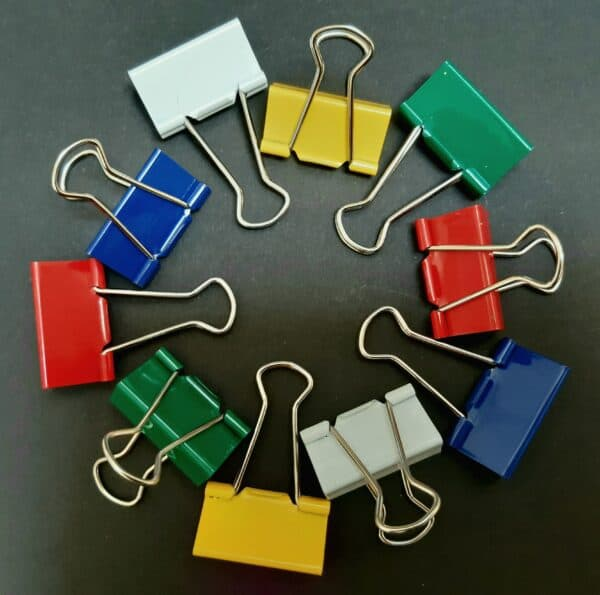 10 foldback papierklemmen klein assorti wit geel groen rood blauw