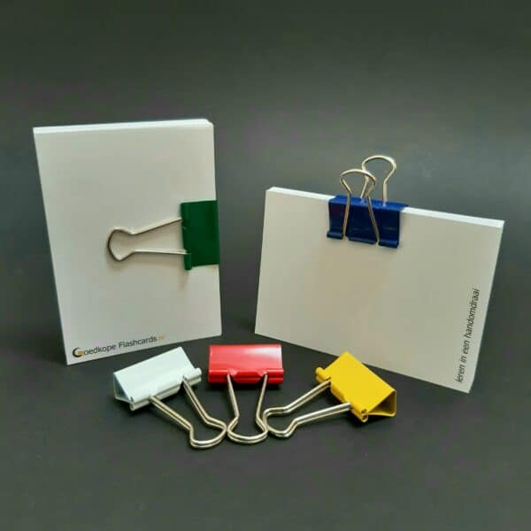 foldback papierklem normaal assorti op flashcards wit rood geel groen blauw